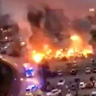 Ülke şokta! Siyah giyimli adamlar 80 araba yaktı