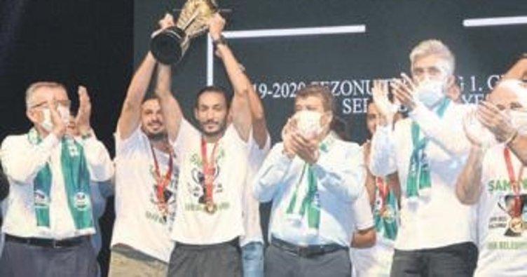 Serik Belediyespor şampiyonluğu kutladı