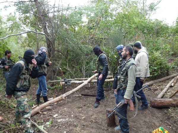 Türk muhabir muhaliflerin kampında