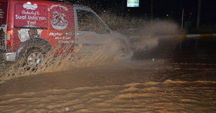 Denizli'de sağanak yağış yaşamı etkiledi