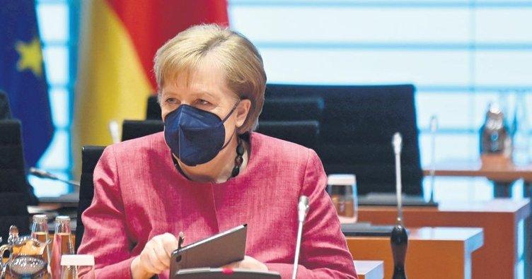 Merkel, Kovid'in merkezindeymiş