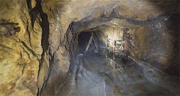 Baraka yıkılınca ortaya çıkan esrarengiz tünel
