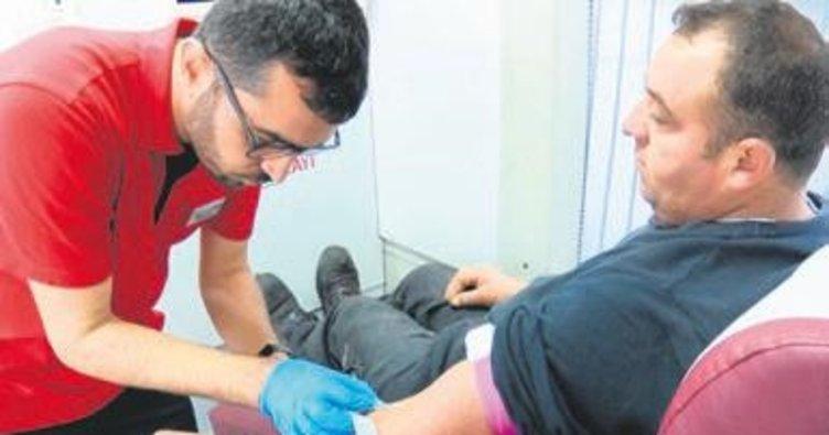 Atık toplayıcılarından Kızılay'a kan bağışı