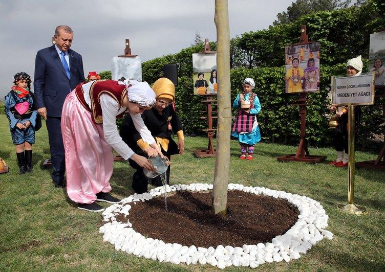 Cumhurbaşkanı Külliye'de dünya çocuklarını ağırladı