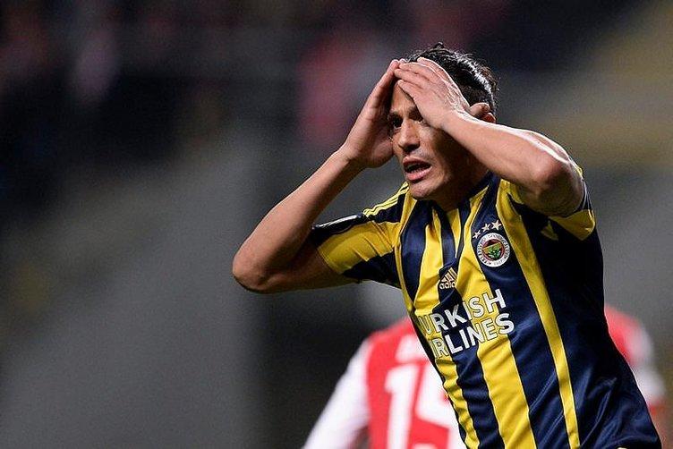Fenerbahçe'de 4 futbolcu gidiyor, 2 futbolcu geliyor