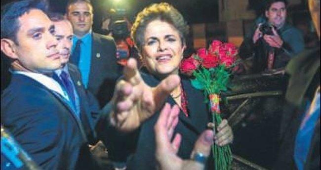 Dilma'yı binlerce kişi uğurladı