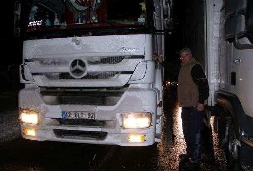 İstanbul-İzmir karayolunda 35 kilometrelik araç kuyruğu