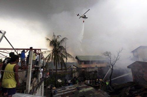 Filipinler'de okulun üstüne uçak düştü