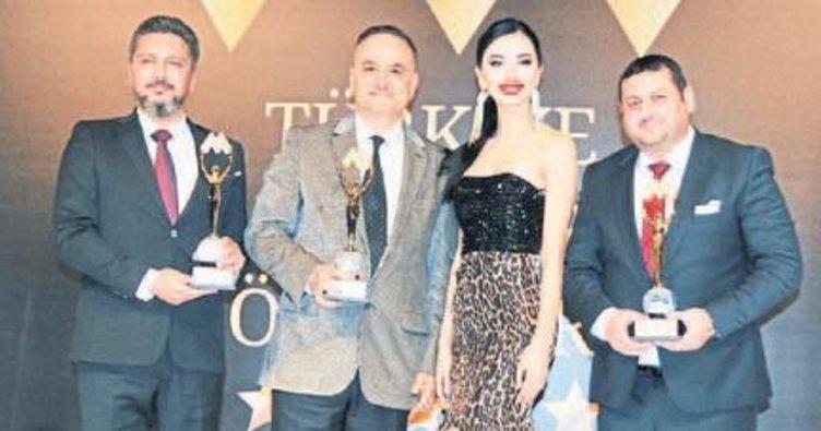 'Yılın Tıp Adamı' ödülü Adanalı doktorun oldu