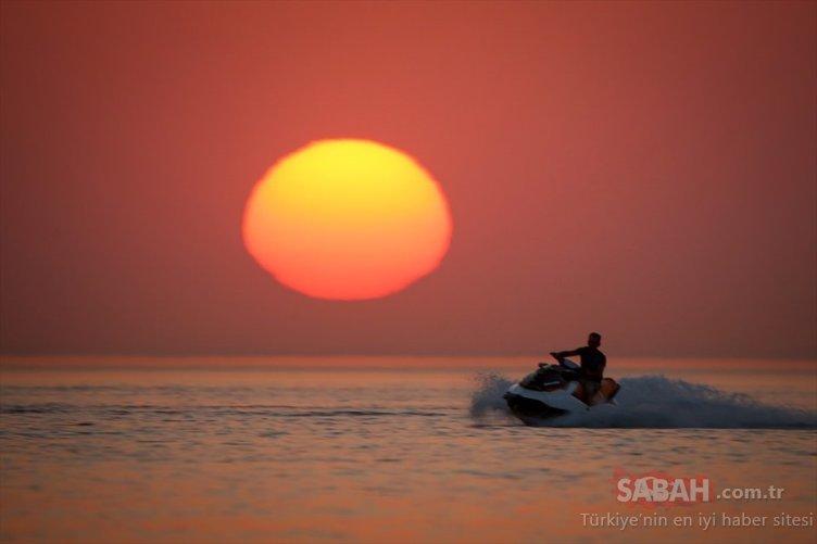 Van Gölü'nde gün batımı keyfi
