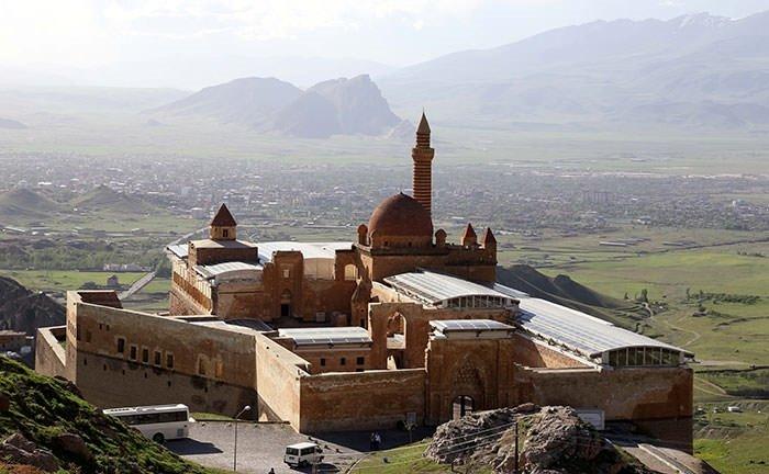 Tarihin ayaktaki ihtişamlı sarayı: İshak Paşa