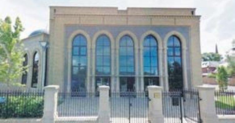 Camiye ırkçı saldırı