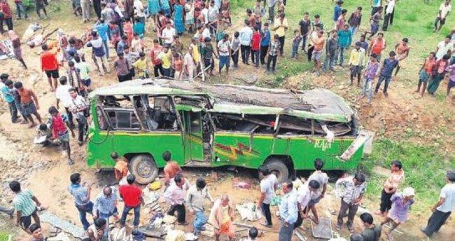 Telefonla konuşan şoför dehşeti: 21 ölü