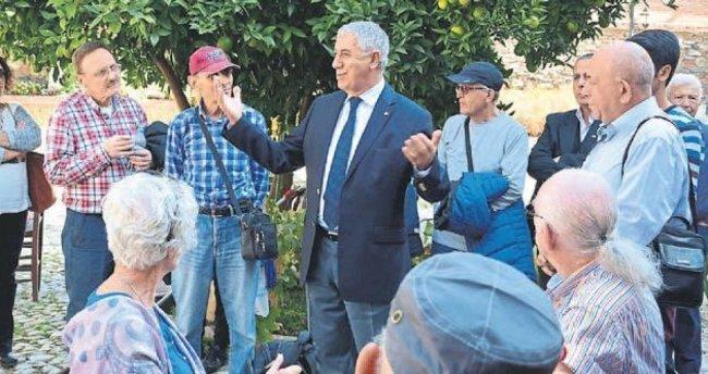 İzmirliler Salihli'de tanıtım turunda