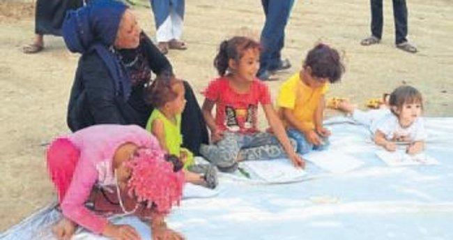 İzmir'deki mülteci çocuklar hayallerini resme aktardı