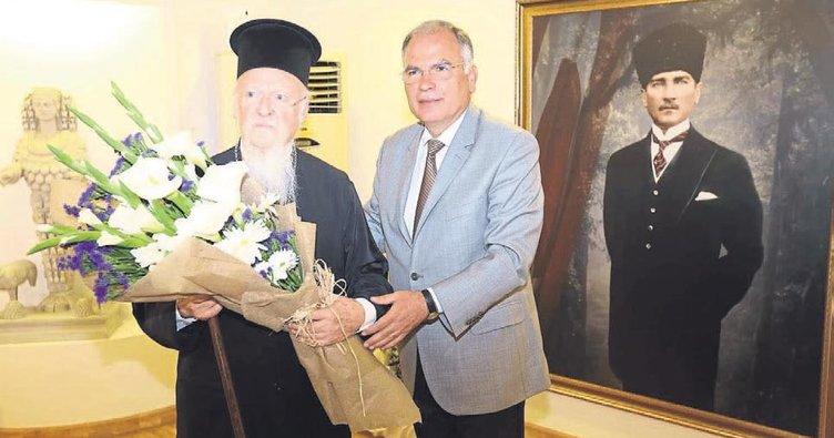 Bartholomeos Selçuk'ta ayin yönetti
