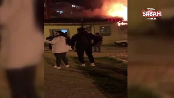 Antalya'da anne - kızın yaşadığı 'çöp' dolu ev, çıkan yangında küle döndü | Video