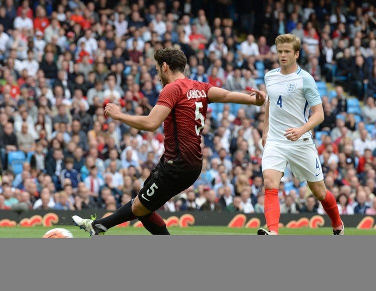 İngiltere-Türkiye maçından kareler