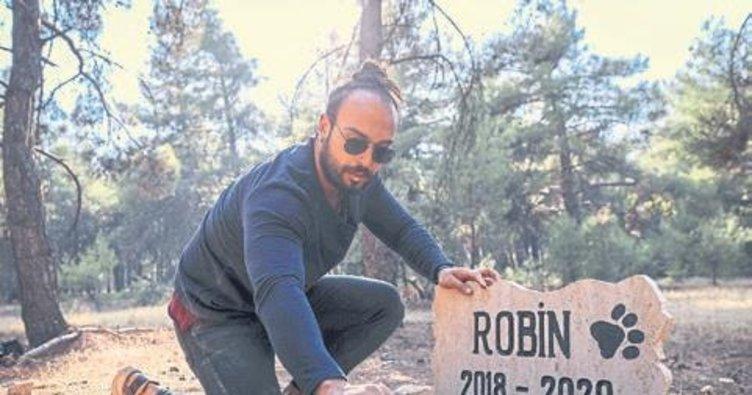 Ölen köpeğini kampüse yaptırdığı mezara gömdü
