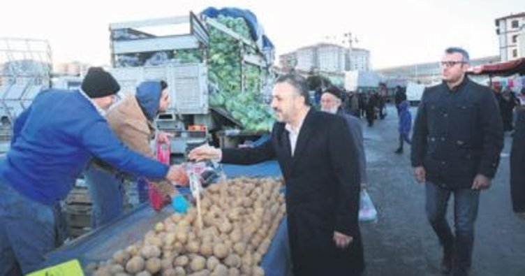 Semt pazarında halkla buluşma