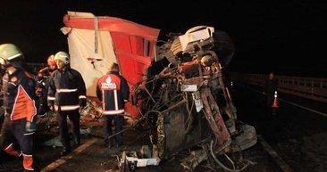 İstanbul'da feci kaza! Bariyerlerde asılı kaldı...