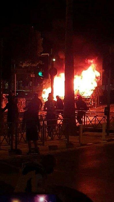 Son dakika: Güney Kıbrıs yangın yeri! Halk ayaklandı, sokaklar savaş alanına döndü!