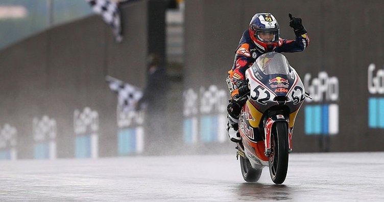 Red Bull MotoGP Çaylaklar Kupası'nda şampiyon Can Öncü