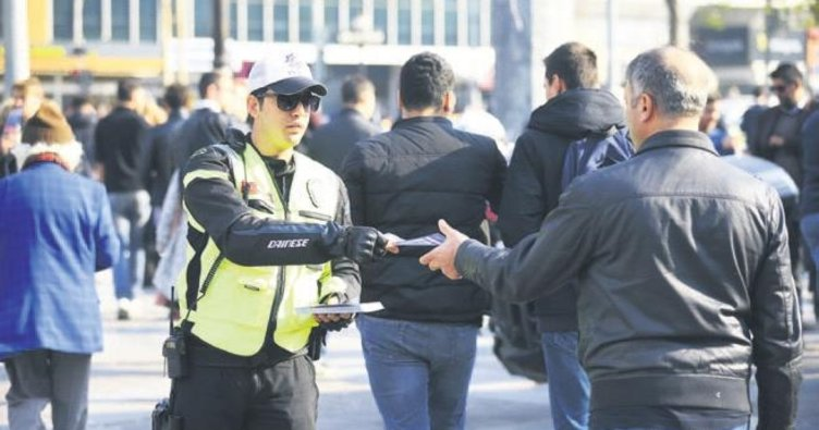 Ankara polisi, broşürle trafikte saygıya davet etti