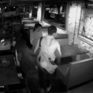 Pizzacı kart dolandırıcısı kız son işinde polislere yakalandı