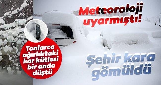 Meteoroloji uyarmış! Şehir resmen kara gömüldü! Tonlarca ağırlığındaki kar kütlesi böyle düştü