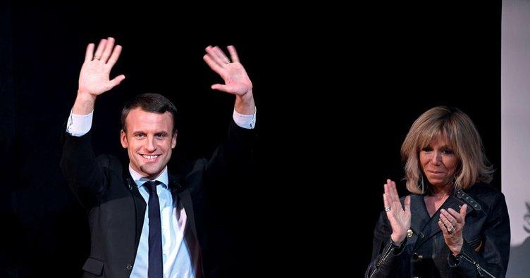 Macron görevi Hollande'dan devraldı