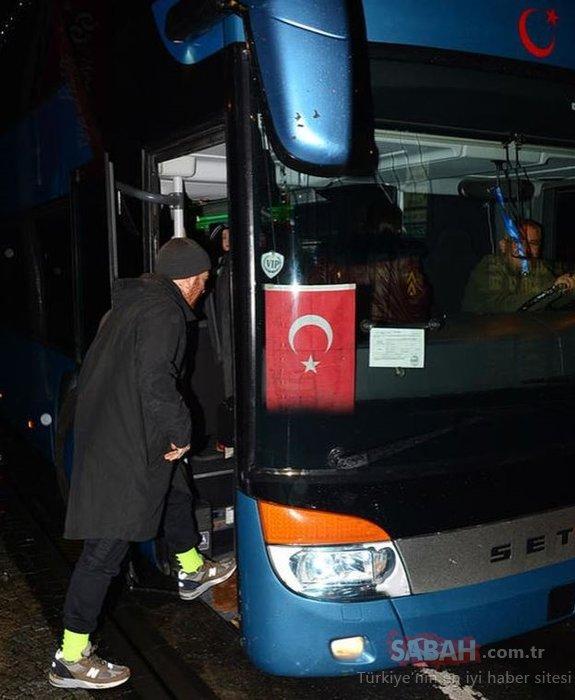 Gökhan Özoğuz otobüste kalıyor!