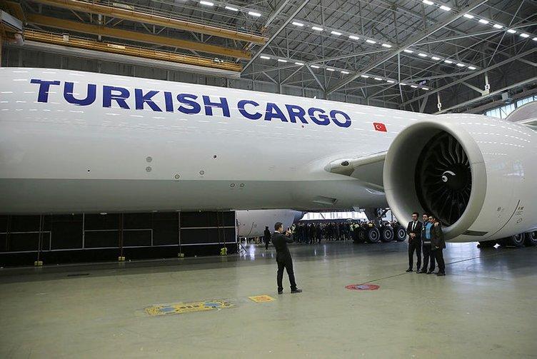 THY'nin 'Boeing 777' kargo uçağının teslim töreni yapıldı