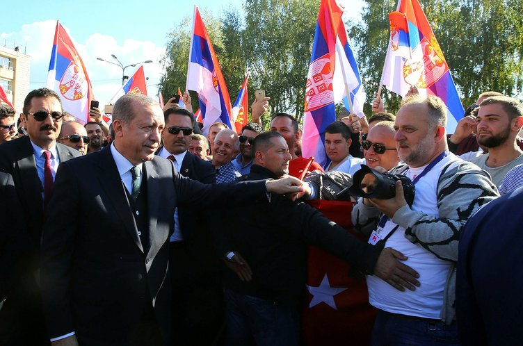 Cumhurbaşkanı Erdoğan'a Sırbistan'da sevgi seli