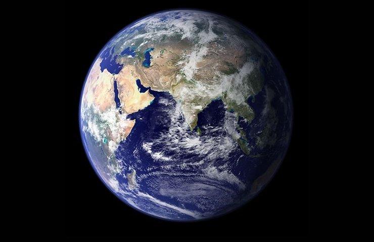Gök taşları Dünya'nın yakınından geçti