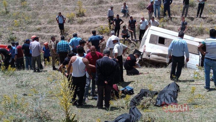 Son dakika: Göçmen taşıyan minibüs devrildi! Çok sayıda ölü ve yaralı var!