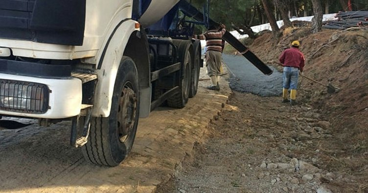 Burhaniye'de kırsal mahallelerde su baskınlarına belediye önlemi