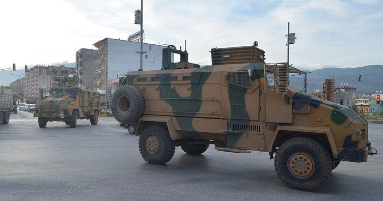 Sınırdaki birliklere gönderilen takviye askeri araçlar Hatay'a ulaştı
