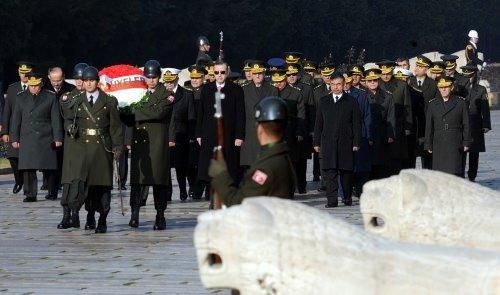 Başbakan ve YAŞ üyeleri Anıtkabir'i ziyaret etti