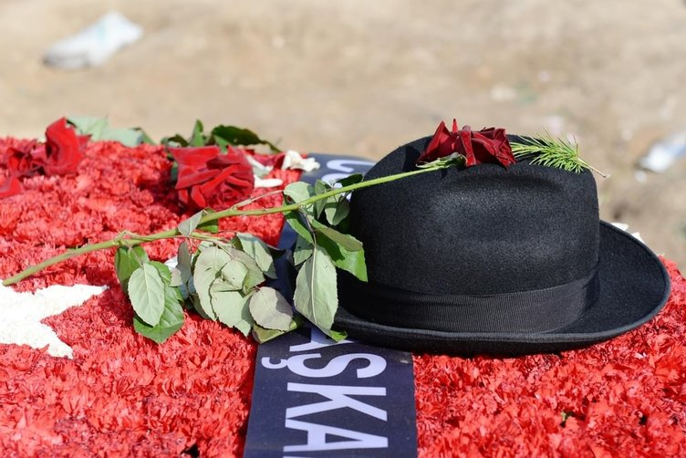 Süleyman Demirel son yolculuğuna güllerle uğrlandı