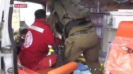 İsrail askerleri, yaralı Filistinliyi ambulanstan almaya çalıştı   Video