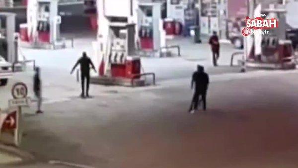 3 kişinin yaralandığı pompalı tüfekli, bıçaklı kavga kamerada | Video