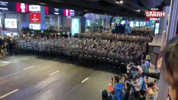 Son dakika! Tayland'da hükumet karşıtı protestolarda tansiyon yükseldi | Video