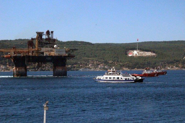 Dev petrol arama platformu Çanakkale Boğazı'ndan geçti