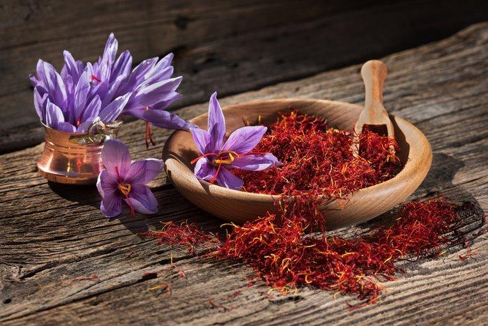 Safran çiçeğinin Faydaları Nelerdir Cilde Nasıl Uygulanır Kadın