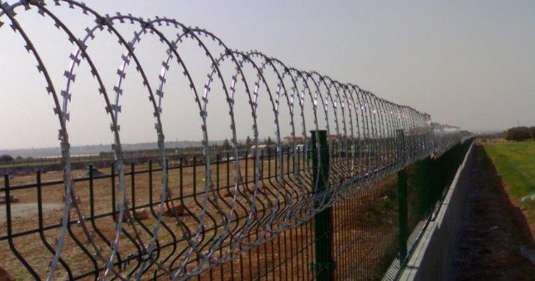 Pakistan, Afganistan sınırına tel örgü çekmeye başladı!