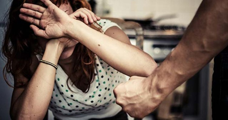 İstanbul'da hamile karısını sokak ortasında dövdü!