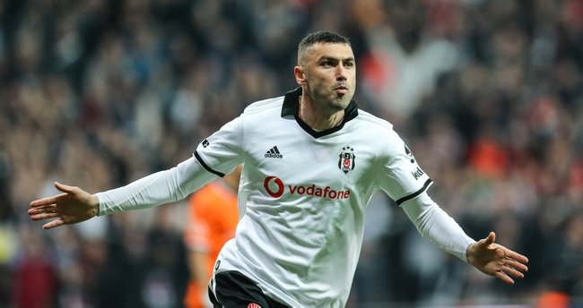 """Burak Yılmaz """"Beşiktaş""""ı Fransa klubuna dəyişdi"""