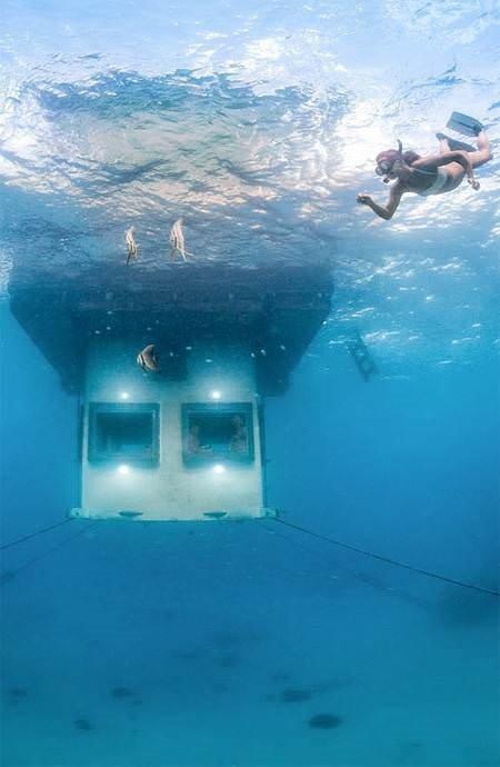 Okyanus altında bir otel odası