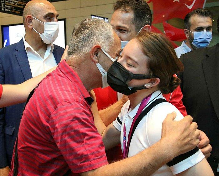 Dünya şampiyonu Ayşe Begüm Onbaşı, mehteranla karşılandı! 14